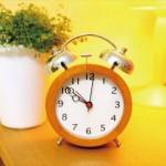 朝寝坊を防ぐ対策で効果的な目覚まし時計のセットの仕方!